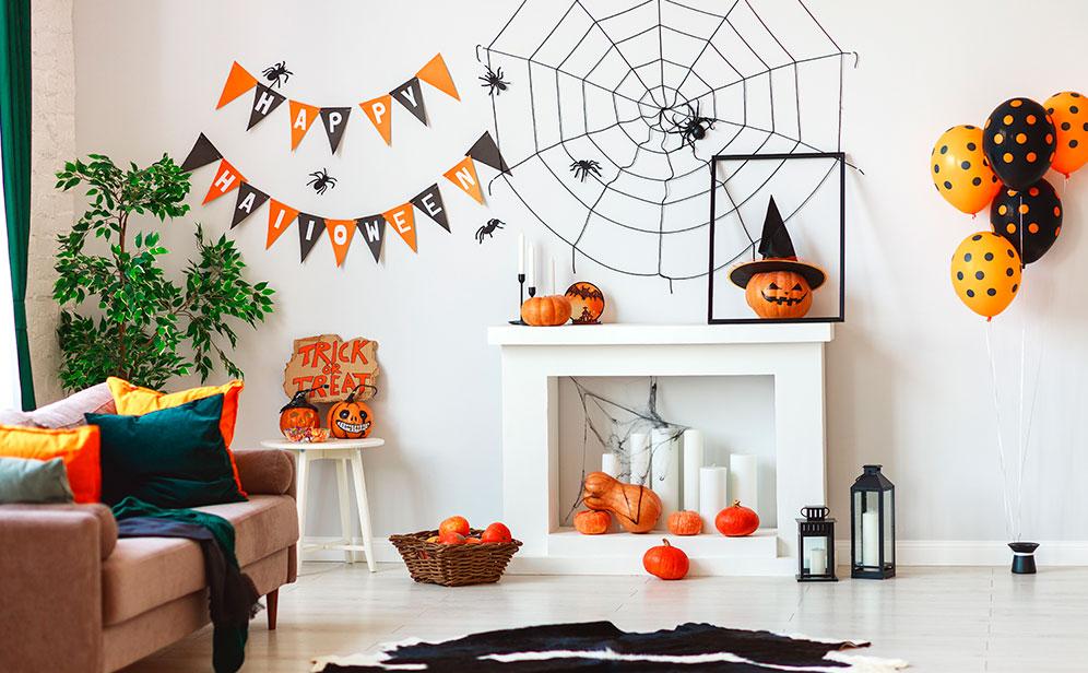 decorar la casa en Halloween con decoración colgante